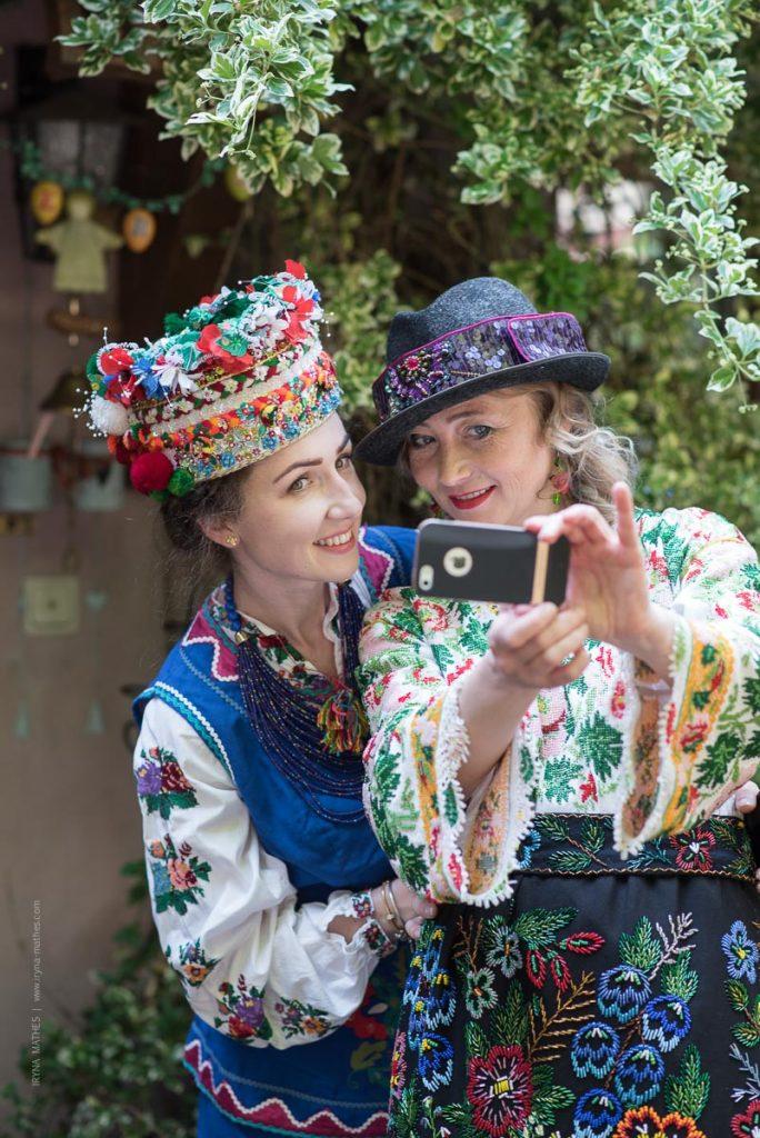 Fotoshooting im ukrainischen Tracht. Projekt von Olena Serpen Portrait Fotografie Iryna Mathes, Kirn, 2019