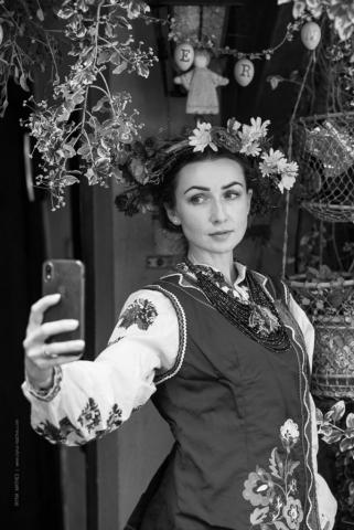 Fotoshooting im ukrainischen Tracht. Projekt von Olena Serpen. Portrait Fotografie Iryna Mathes, Kirn, 2019