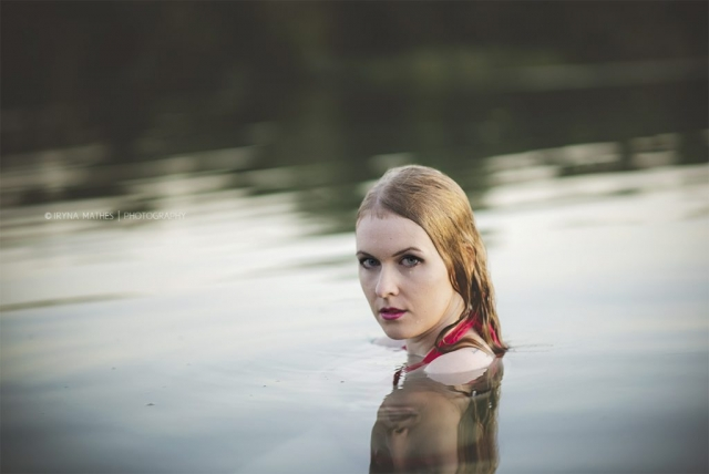 Wasserportrait. Outdoor Fotosession mit Iryna Mathes. Portrait